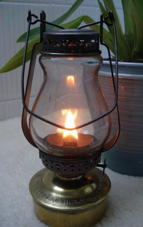 L'Hirondelle, lampe-tempête à pétrole de D.B.D. (1927)